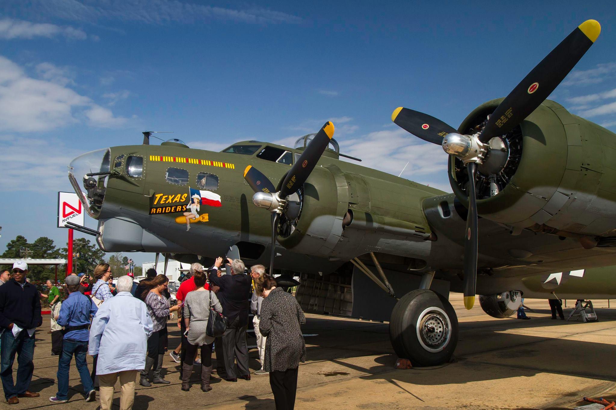 Book your flight on B-17 Texas Raiders NOW !